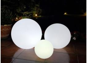 Lampy ogrodowe LED w kształcie kul. Różne rozmiary. Przenośne i ładowane indukcyjnie.