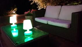 Lampka dekoracyjna LED RGB, przenośna, indukcyjna, 16 kolorów, różne funkcje.