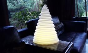 Indukcyjna lampa ogrodowa w kształcie okrągłej choinki